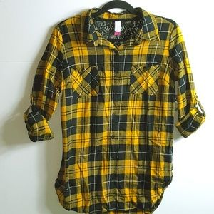 Tag attached 🔥yellow and black flannel